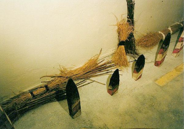 """Angränsande rum – Kalmar Konstmuseum 1992. Installation: Kåre Holgerson. Sound and music: Sten Sandell. """"Gräns"""""""